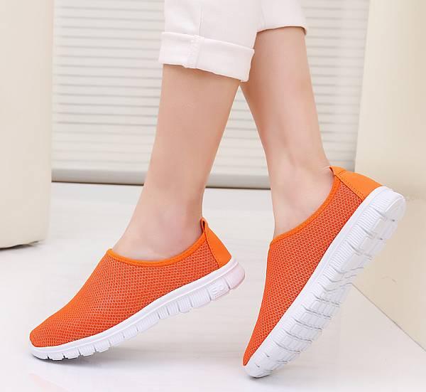 df2bf97b2c4 Τα πάνινα παπούτσια είναι καθολικά - κατάλληλα για όλες τις ηλικίες, άνετα  για περπάτημα με τα πόδια, ποδήλατο και αυτοκίνητο, σε συνδυασμό με πολλά  στυλ ...